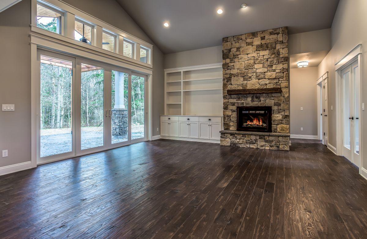 06 living room fireplace1